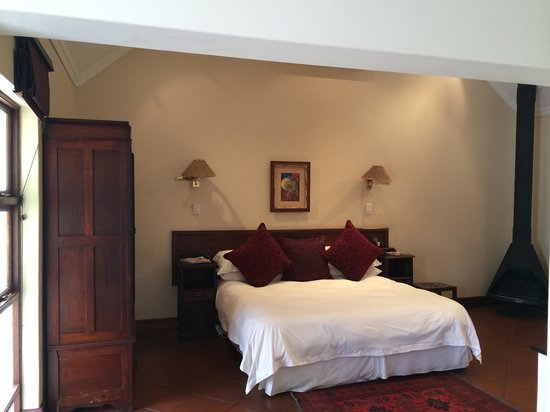Budmarsh Country Lodge: Comfy room and warm fire