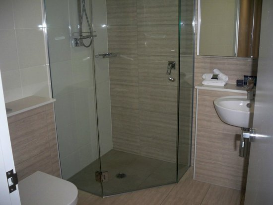 Meriton Serviced Apartments Brisbane on Herschel Street: bathroom