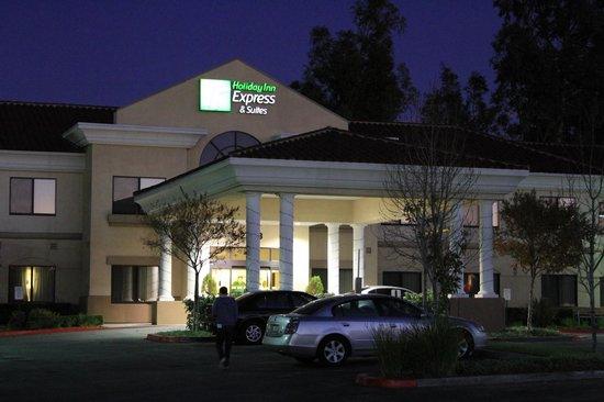 Holiday Inn Express Hotel & Suites Santa Clarita: Entrada do hotel super clean! Lindo!