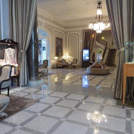 Hotel Maria Cristina, a Luxury Collection Hotel, San Sebastian: hall d'entrée de l'hôtel