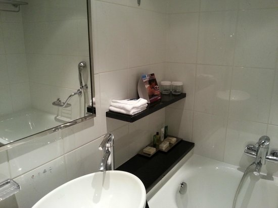 Hilton Prague: bathroom