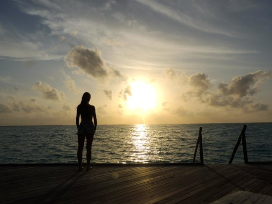 Constance Moofushi: Por do sol no fim do deck