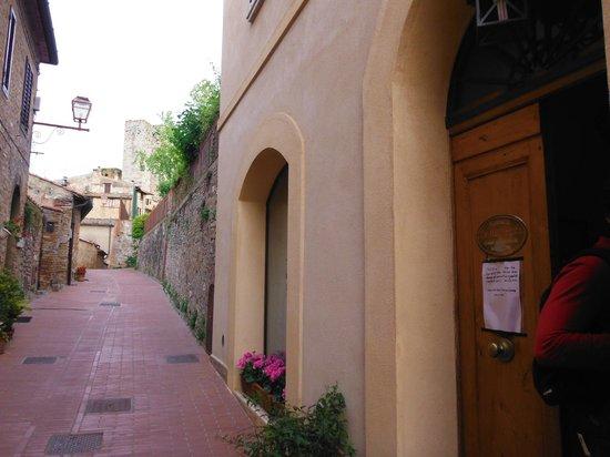 Locanda La Mandragola: ingresso dalla strada