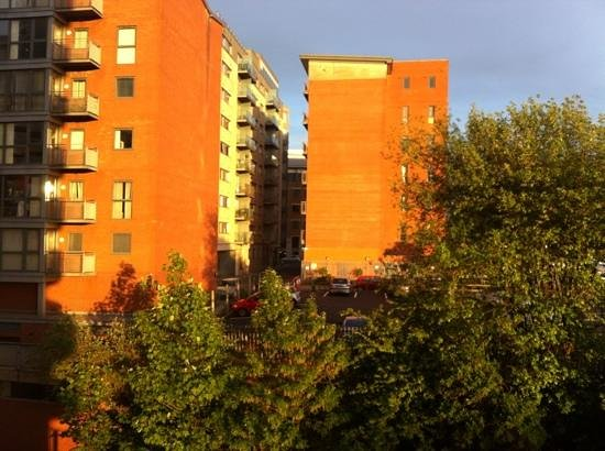 Blue Rainbow ApartHotel - Manchester Central : view from the second balcony.