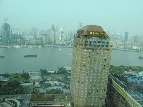Pudong Shangri-La, East Shanghai: Вид с 25 этажа