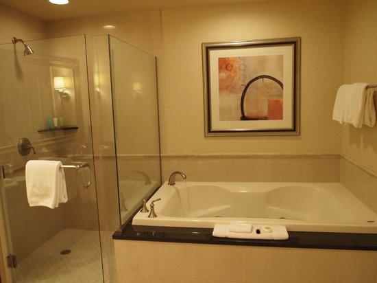 Signature at MGM Grand: Bathroom