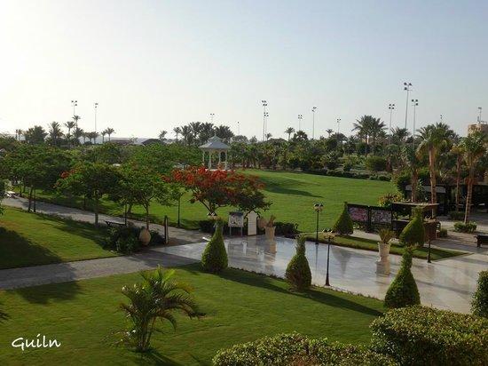 Steigenberger Al Dau Beach Hotel: Le jardin