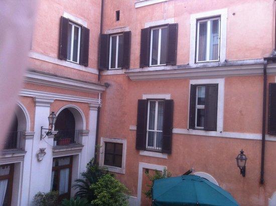 Antico Palazzo Rospigliosi : Courtyard