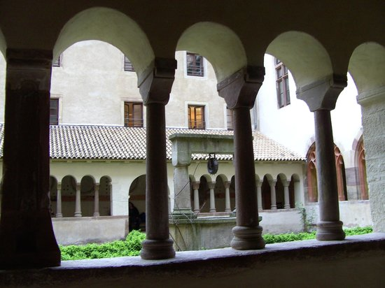 Eglise protestante Saint Pierre le Jeune: The cloister