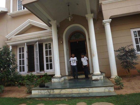 GUEST INN Home Stay: Guest Inn House