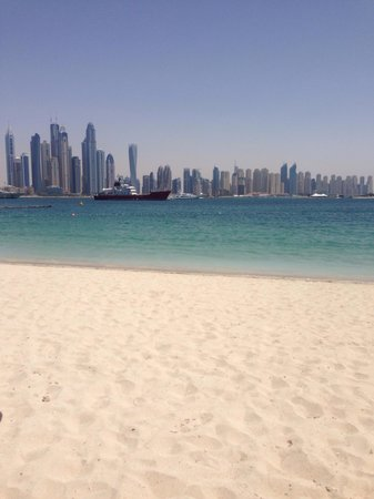 Movenpick Ibn Battuta Gate Hotel Dubai : Private beach