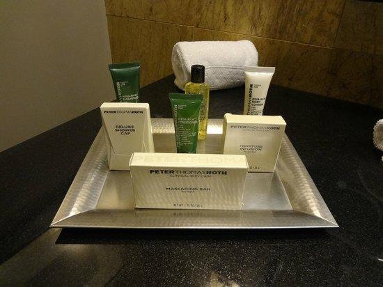 Hilton Mexico City Reforma: Bathroom Room 2604 Ammenities