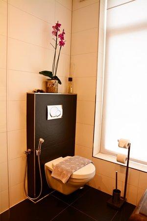 """Le Quartier Sonang: Toilet of """"Chambre de Ville"""""""