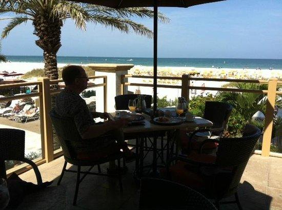 Sandpearl Resort: Enjoying the dining room breakfast buffet from the balcony.