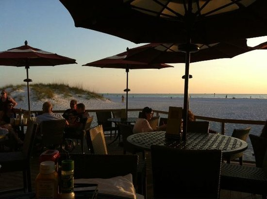 Sandpearl Resort: Enjoying the ocean view from the patio grill