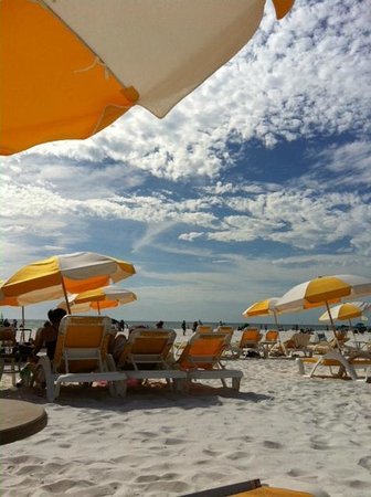 Sandpearl Resort: Enjoying the beach on the hotel's lounge chair.