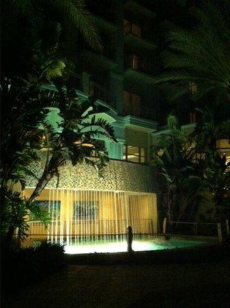 Sandpearl Resort: Garden/pool area