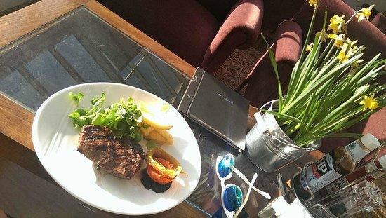 Чудесный ужин в лучах солнца на веранде отеля!