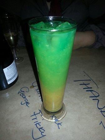 Mo-Zam-Bik Silver Lakes : Cocktail!