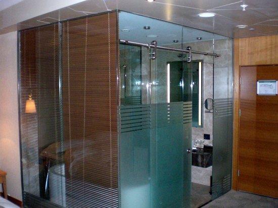 Bilgah Beach Hotel : Bathroom outside