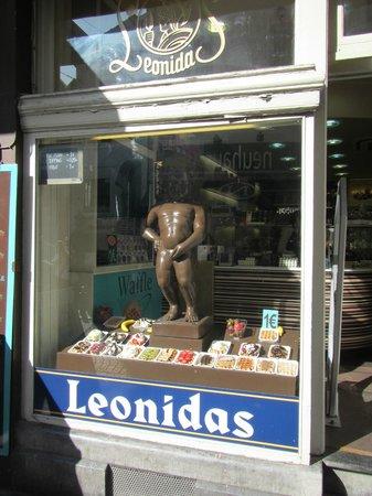 Chocolate shop showing a larger Manneken Pis chocolate statue