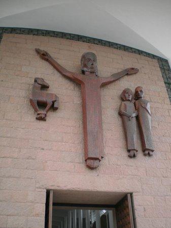 Catedral Sao Paulo Apostolo - Igreja Matriz: Imagem de Jesus Cristo talhada em madeira