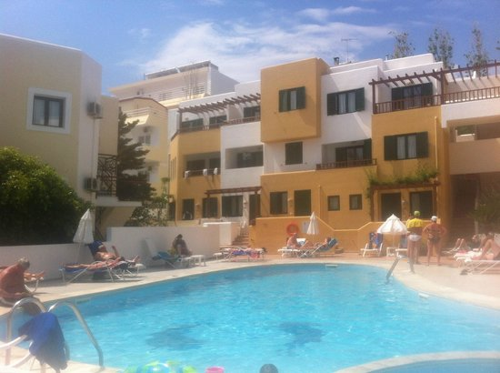 Elmi Suites: pool