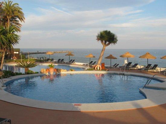 THB Torrequebrada Hotel: Piscines au soleil couchant