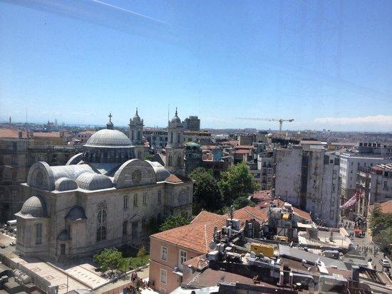 CVK Hotels Taksim: Vista dalla sala colazione