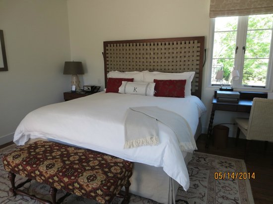 Belmond El Encanto : King size bed with luxury linens & initial on pillow