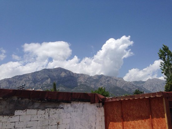 Barut Kemer: View of mountains