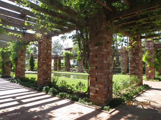 Belmond El Encanto: Arbor and lily pond