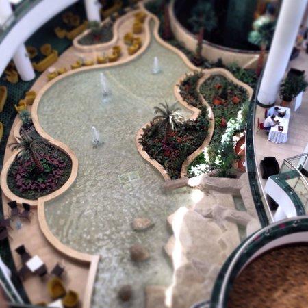 Barut Kemer: Lobby water feature