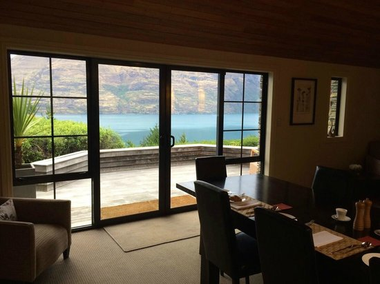 Azur: Breakfast area in main cottage