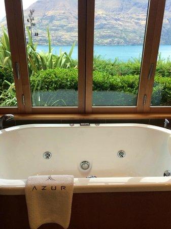 Azur: bathtub with a view