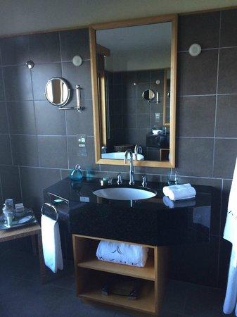 Azur: bathroom