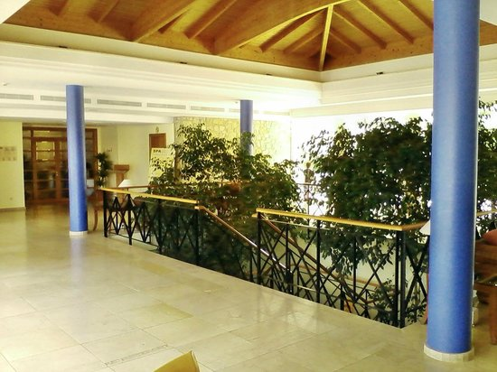 Hotel Mar Blau : Treppenabgang Hallenbad