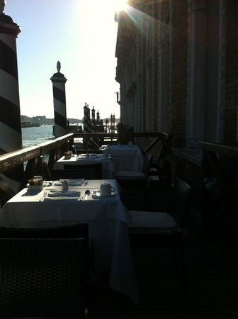 SINA Centurion Palace : Breakfast on the Dock