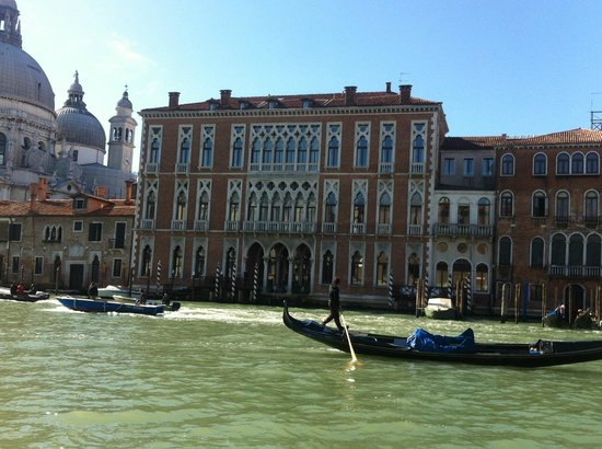 SINA Centurion Palace: View of hotel from Gritti Palace