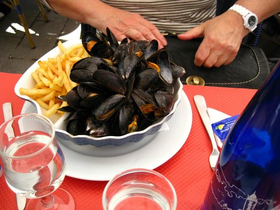 Le Bistro Gourmand: Moules Frites