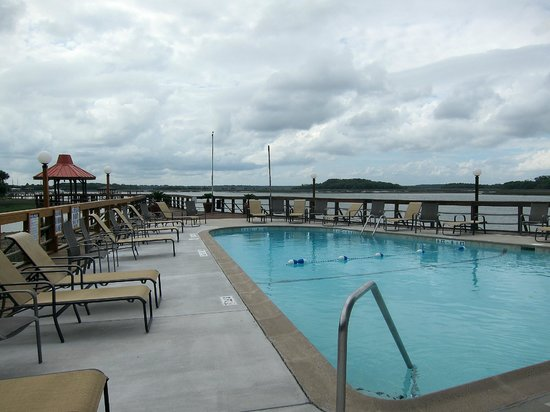 Hilton Head Harbor RV Resort and Marina: Pool on IntraCoastal Waterway