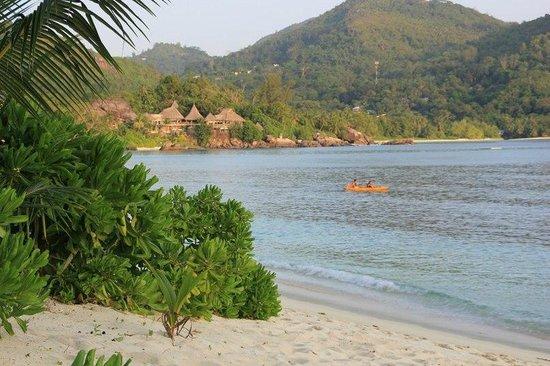 Kempinski Seychelles Resort: Соседствующий по пляжу бывший отель