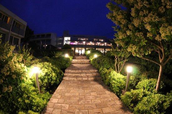 Valamar Club Dubrovnik: Vue de l'hôtel depuis le parc