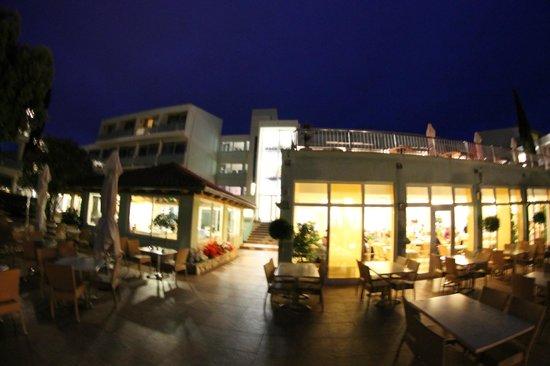 Valamar Club Dubrovnik: Les salles de restauration vues de l'extérieur