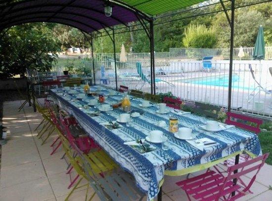 Le Mas De L'Ancre : salle à manger exterieure