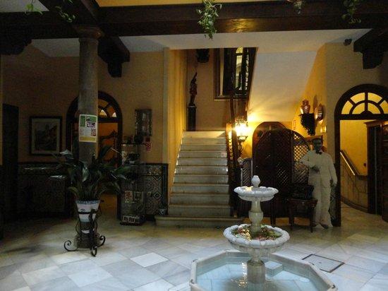 Reina Cristina Hotel: entrata