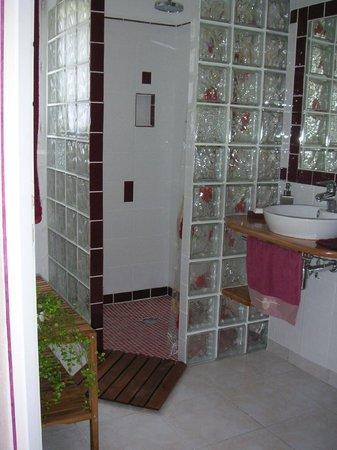 Le Mas De L'Ancre : salle de bain  chambre clos des costieres