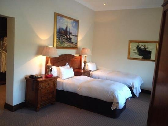 Asara Wine Estate & Hotel : Suite bedroom -we asked for 2 separate beds, it can be done king style as well