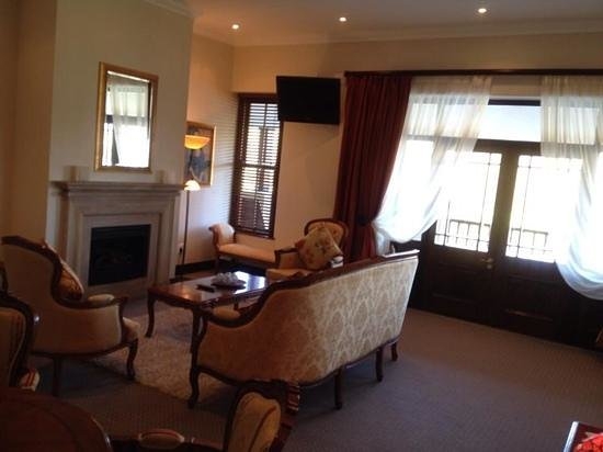 Asara Wine Estate & Hotel : suite living room