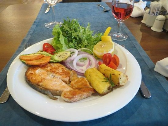 Sunrise Hotel: Fresh cooked salmon to order